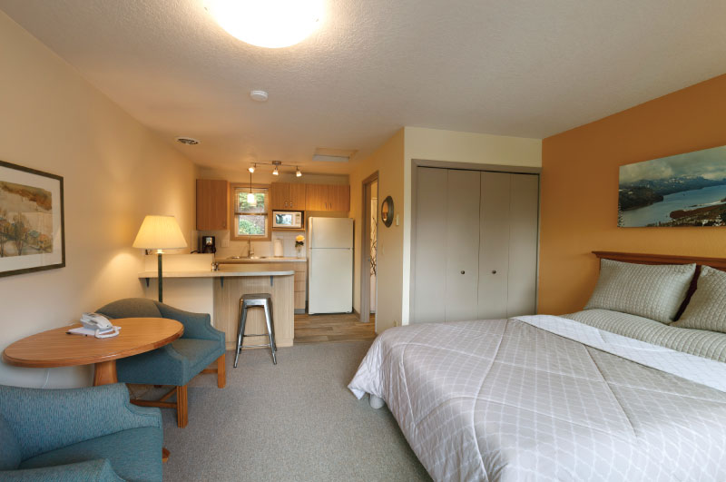 Rooms at Brooklyn Center Suites